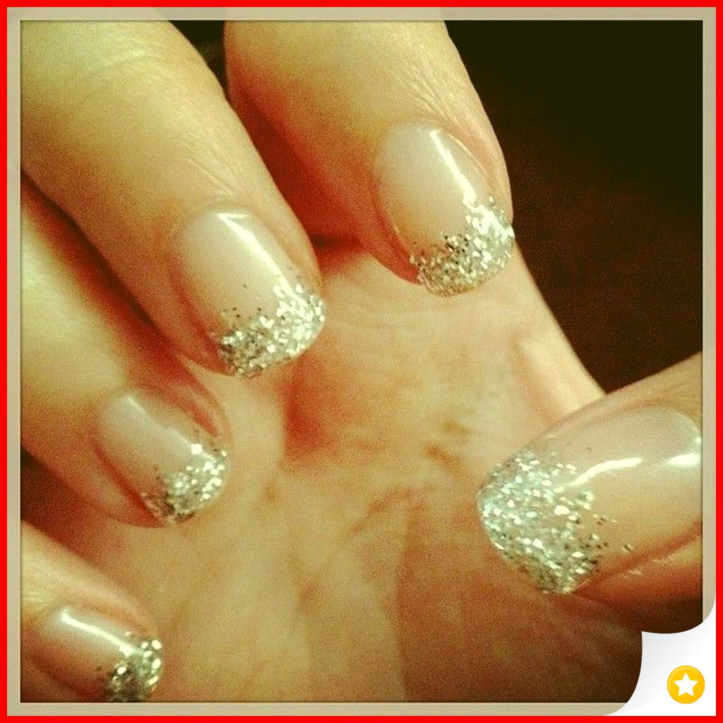33 Elegant and Glamour Glitter Nail Art for Prom Party 24