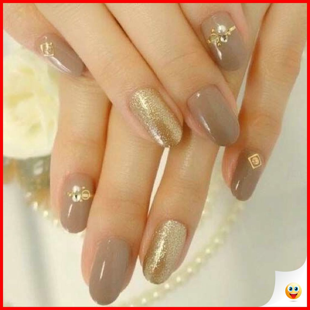 33 Elegant and Glamour Glitter Nail Art for Prom Party 29