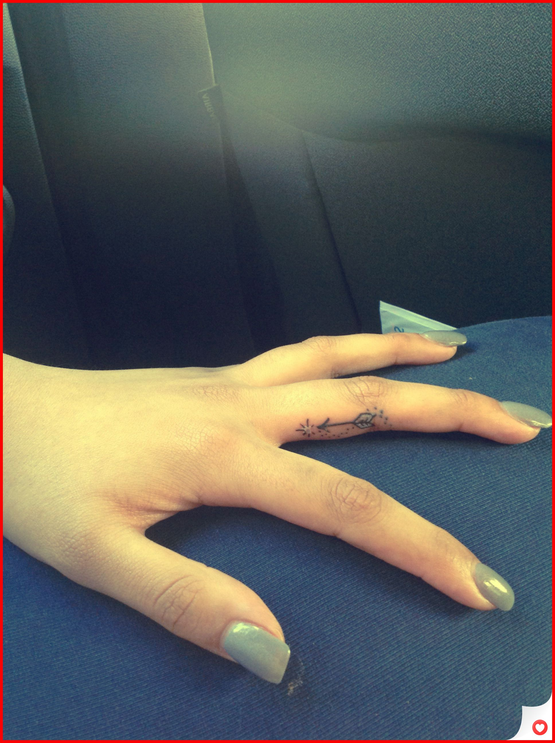 34 Cute and Simple Finger Tattoo Ideas You Can Try 13